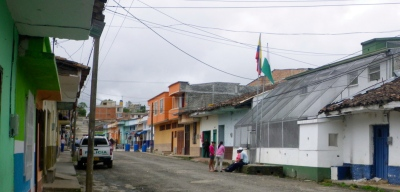 The white and green building in the front is the police station in Timbió, just south of Popayán. The screening on the front is popular in rural Colombian police stations. It´s useful in deflecting the crude, often inaccurate missiles constructed out of propane tans loaded with dynamite. All of this can make neighbours rather nervous.