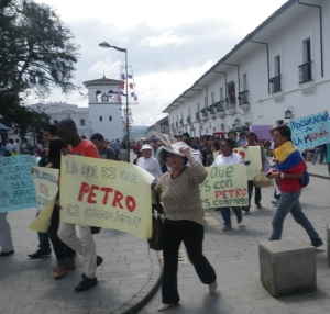 Protests against the removal of Bogotá Mayor Gustavo Petro by right-wing opponents of peace process spread to other cities, including this one in Popayán Tuesday morning.
