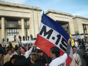 (Photo: David Hogben) Bogotá Mayor Gustavo Petro is receiving support in opinion polls while his supporters are increasingly receiving death threats as he battles to hang on to his job.