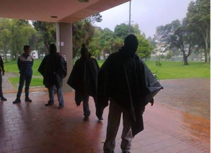 A paramilitary-style group of armed, masked men invaded Bogotá´s Universidad Naciónal on Wednesday interrogating and intimidating students.